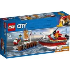 Lego City: 60213 Brand aan de kade